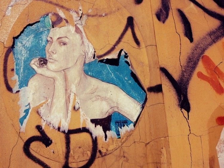 Graffitti mujer en Kaunas