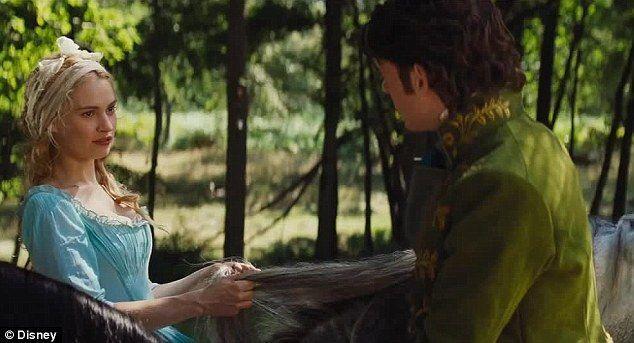 Cenicienta conoce al príncipe en el bosque