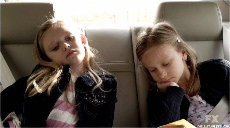 Hijas de Louie en el coche