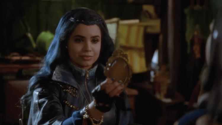 Evie en el espejo