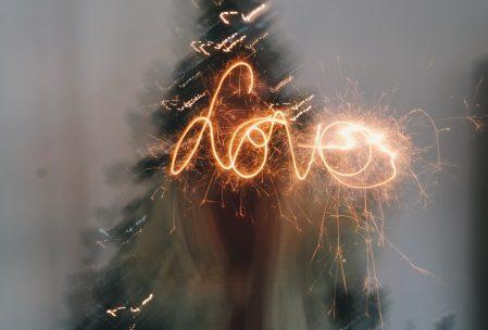 """Amor"" escrito con lightpainting"